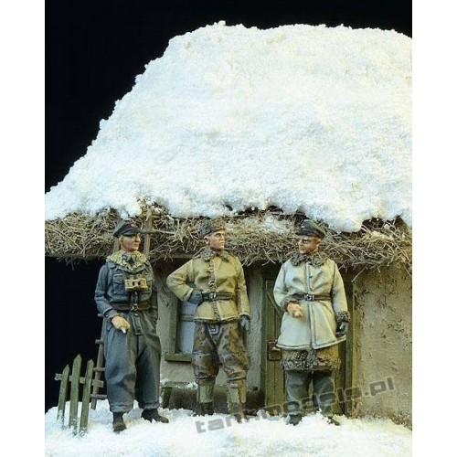 German Panzerwaffe SS Officers, Winter 1943-45 - D-Day Miniature 72003